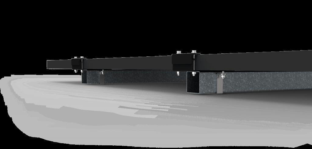 Zonnepanelen gemonteerd op constructie veldopstelling